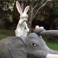 ウサギとゾウ